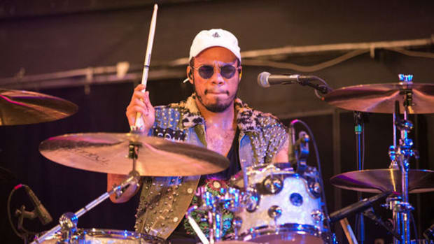 anderson-paak-playing-drums-live-instrumentation.jpg