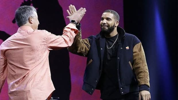 drake-high-five-over-music-revenue-increase.jpg