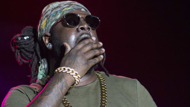 t-pain-hand-over-mouth.jpg