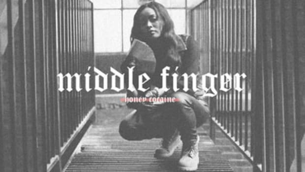 honeycocaine-middlefinger.jpg