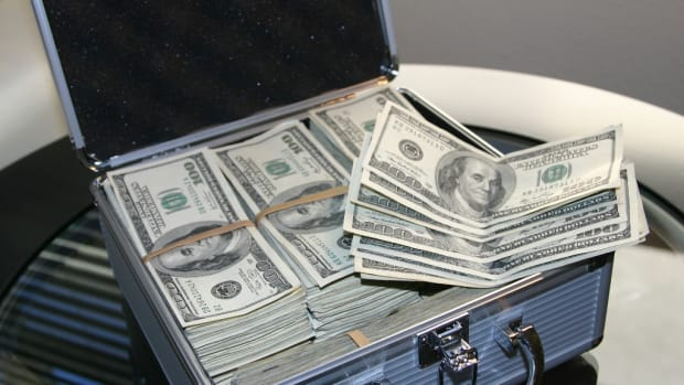 Suite case of money, 2020