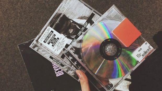 cds-in-hand.jpg