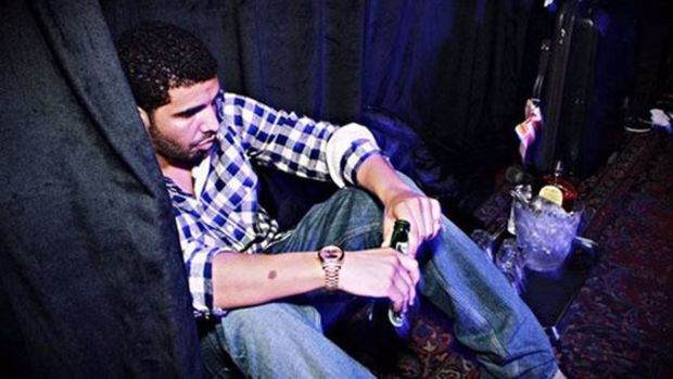 drake-sitting-lonely-sad.jpg