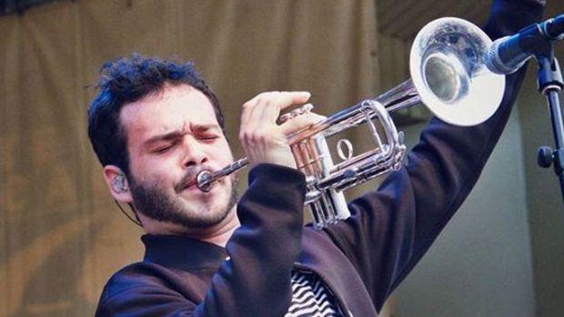 donnie-trumpet-says-goodbye.jpg