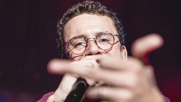 logic-1800-video-middle-finger.jpg