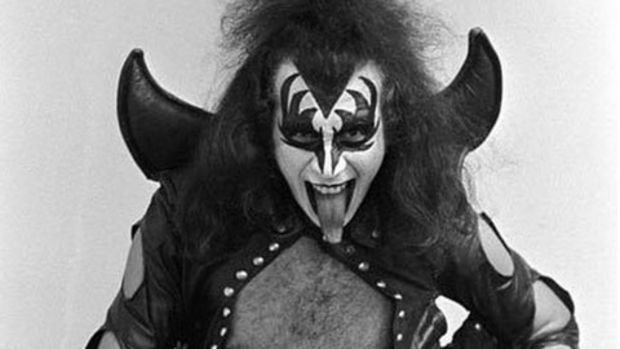 gene-simmons-full-make-up.jpg
