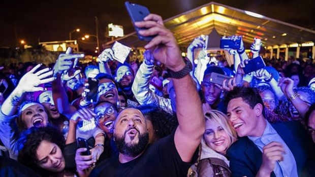 dj-khaled-taking-photo-with-fans.jpg