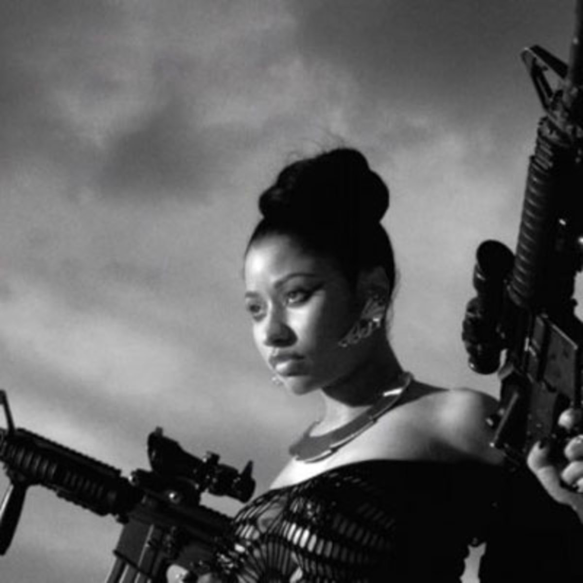 nicki-minaj-guns.jpg