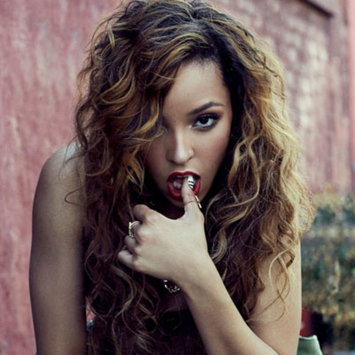 tinashe-contest-am.jpg