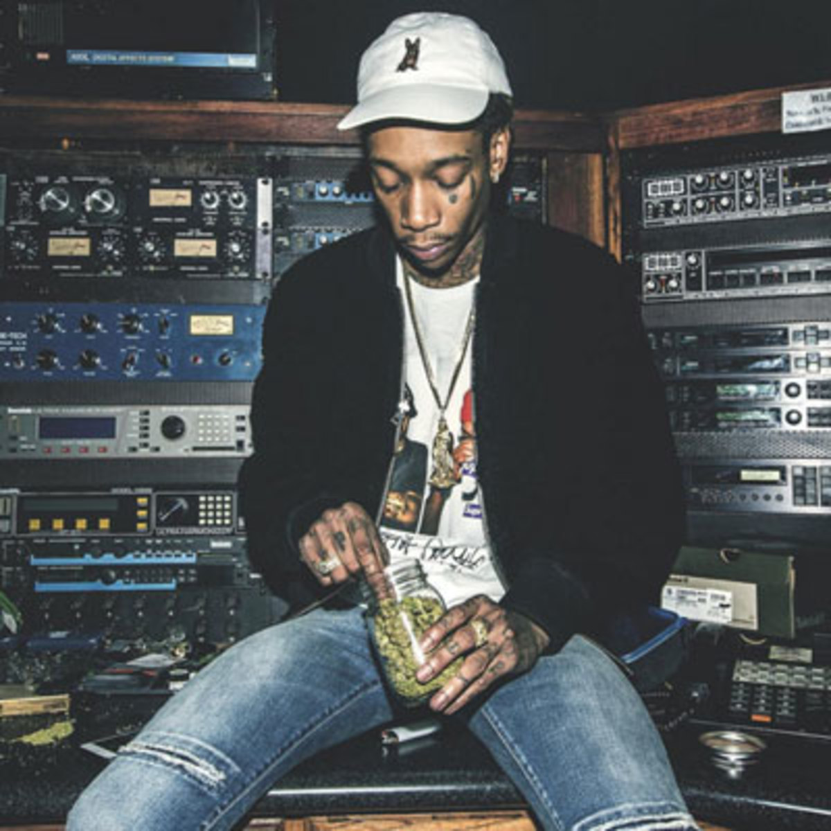 wiz-khalifa-cabin-fever-3-cheat.jpg