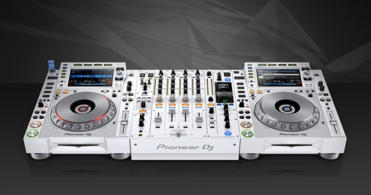 pioneer dj unveils the new cdj 2000nxs2 w djm 900nxs2 w djbooth. Black Bedroom Furniture Sets. Home Design Ideas