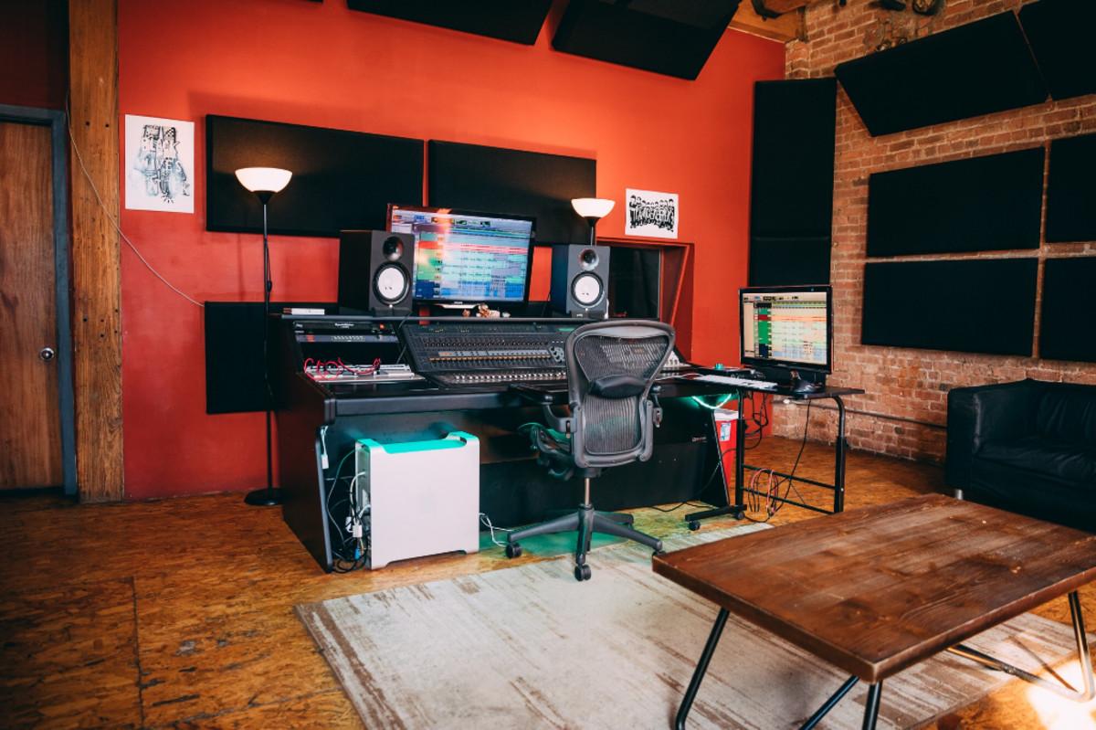 classick-studio-body-2