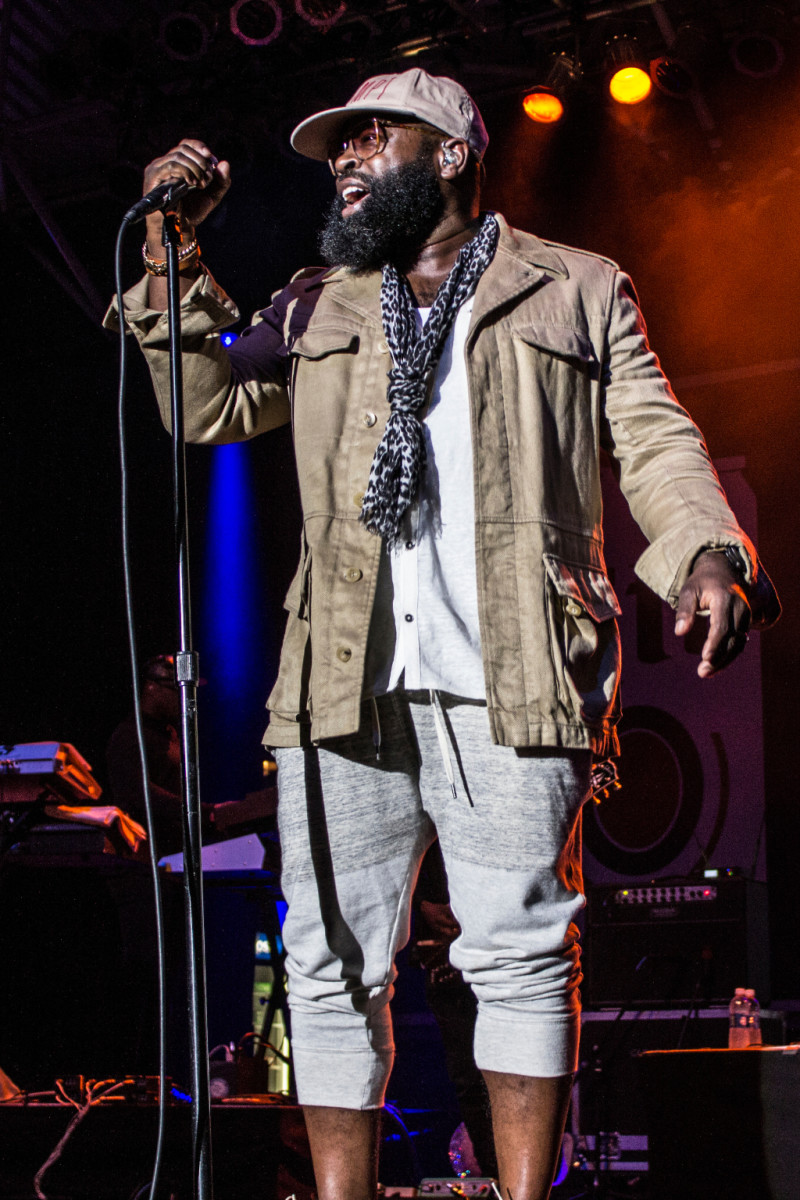 Black Thought, The Roots, on stage